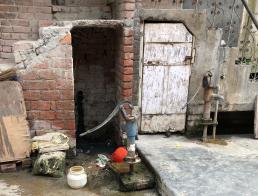 Hand pump Madanpur Khadar Delhi India. Credit: Ivan Turok