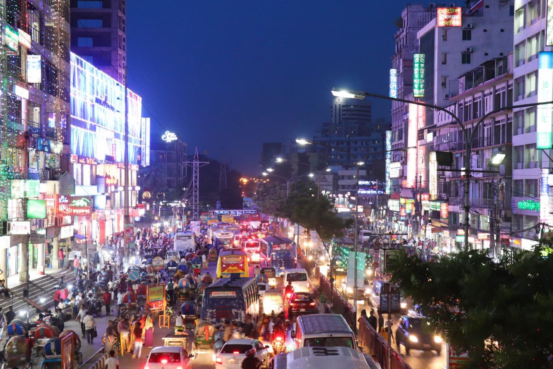 People, buses, rickshaws, bikes and cars, Mirpur 10, Dhaka. Credit: Khulna University.