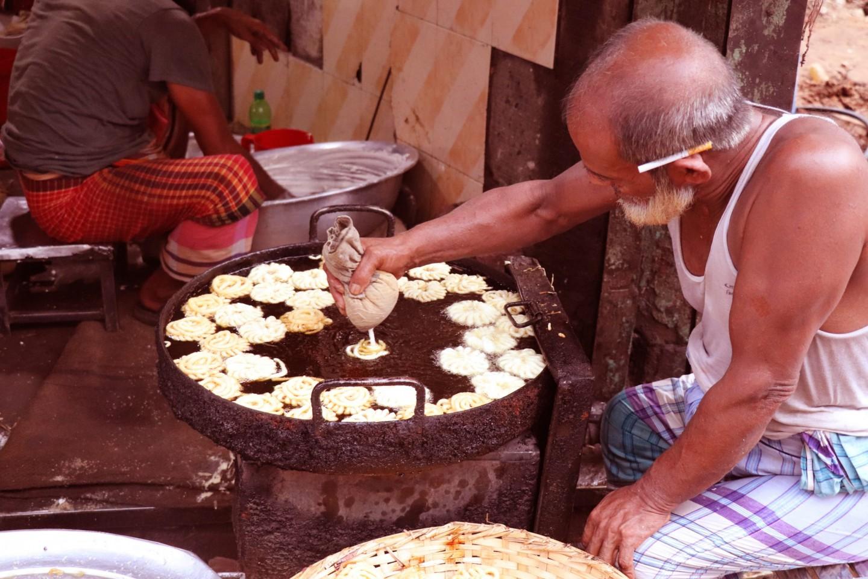 'Imarti' the famous street food of old Dhaka, Thatari Bazar. Credit: Khulna University.