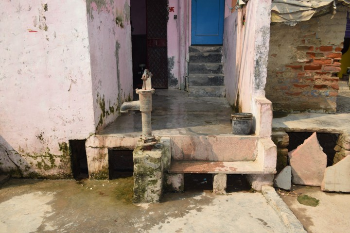 Outside water tap in Madanpur Khadar Resettlement Colony, Delhi, India. Credit: Gail Wilson, University of Glasgow