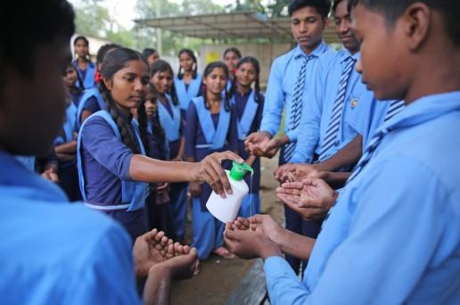 School children wash their hands at Govt High school Ballod, Dantewada, Chhattisgarh. Credit: UNICEF