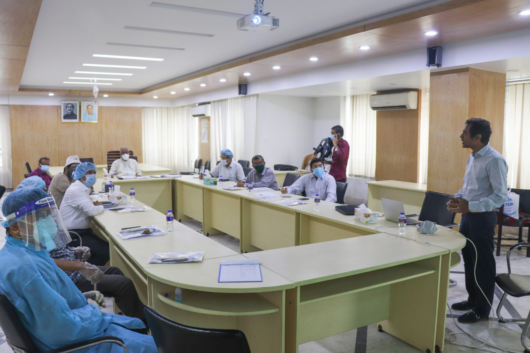 Prof. Tanjil Sowgat presenting the SHLC research findings at Khulna City Corporation. Credit: Khulna University