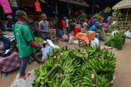 Sellers of fruits and vegetables in the Kimironko market. Kigali, Rwanda. Credit: Shutterstock, Oscar Espinosa